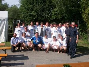 Hier die Mannschaft nach Erreichen des Bundesmeistertitels in St. Pölten 2006, mit den gratulierenden LPolKten von Niederösterreich GenMjr Mag Artur Reis und seinem burgenländischen Amtskollegen, unserem Herrn LPolKdt, GenMjr Nikolaus Koch.